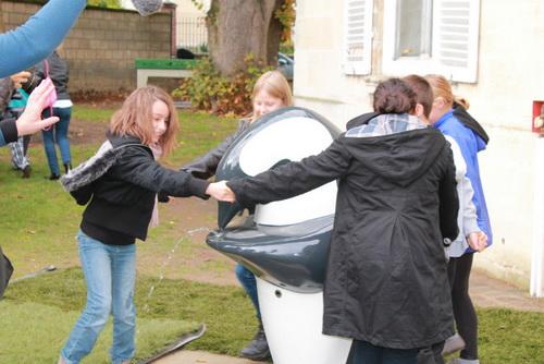Valérie Trierweiler inaugure la première fontaine ONA à Chambly