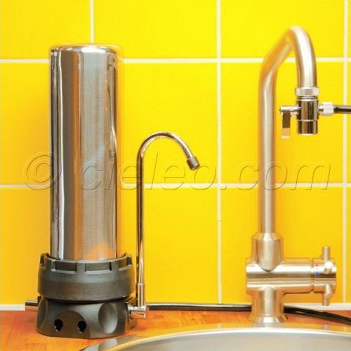purifier l 39 eau du robinet avec un filtre au charbon actif. Black Bedroom Furniture Sets. Home Design Ideas